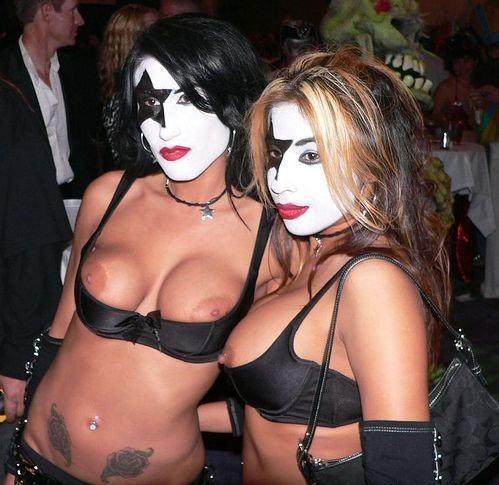 海外のハロウィン乱交パーティーエロ画像21枚・28枚目の画像