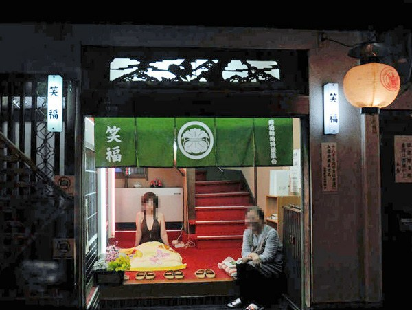 飛田新地とかいう日本最大級の売春街がカオスwwwwwww整形美女多数だぞwwwwwwwww(画像あり)・19枚目の画像