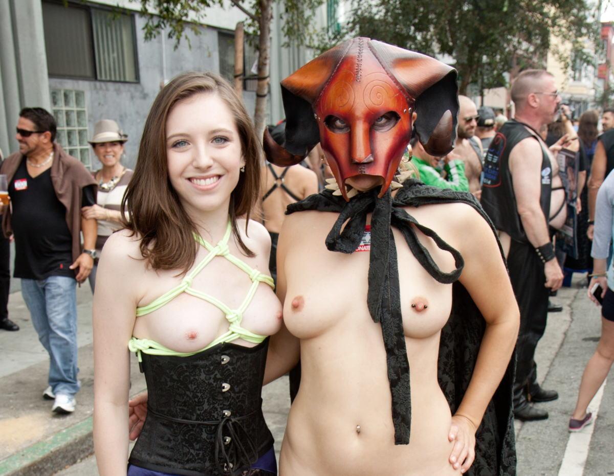 海外のハロウィン乱交パーティーエロ画像21枚・29枚目の画像
