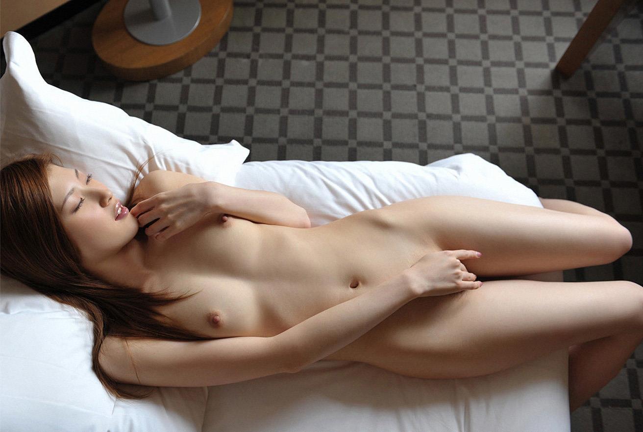 全裸でオマンコ必死に隠してる往生際悪い女のエロ画像32枚・25枚目の画像
