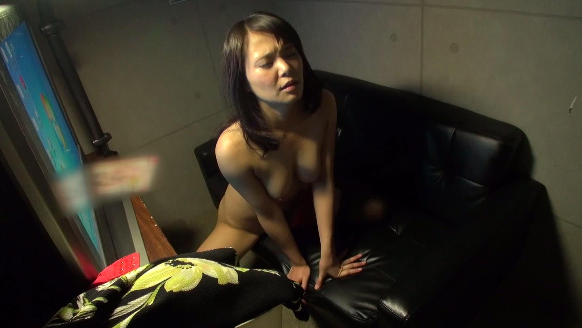 ネカフェオナニーにハマる変態女の盗撮エロ画像30枚・26枚目の画像