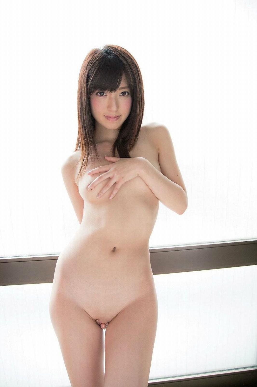 全裸でオマンコ必死に隠してる往生際悪い女のエロ画像32枚・27枚目の画像
