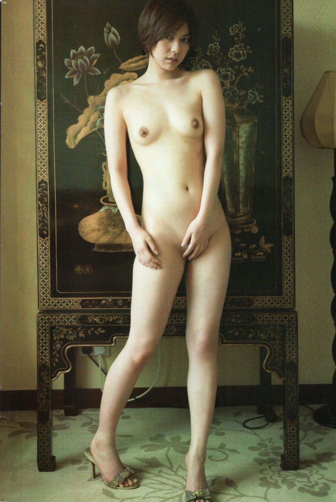 全裸でオマンコ必死に隠してる往生際悪い女のエロ画像32枚・39枚目の画像