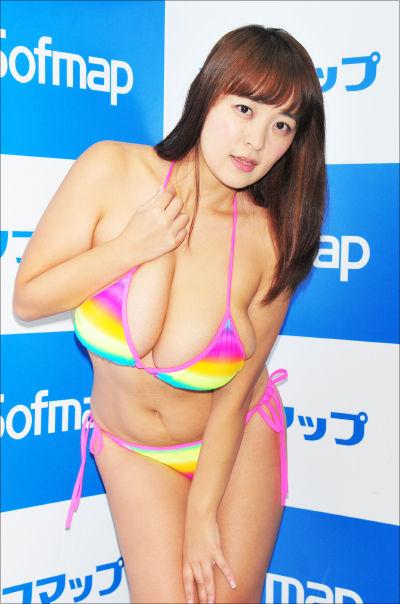 柳瀬早紀(28)Iカップ100㎝の「乳神」グラドル☆一歩間違えればデブだがロケット乳むっちり好きにはたまらない模様wwww(えろ写真)