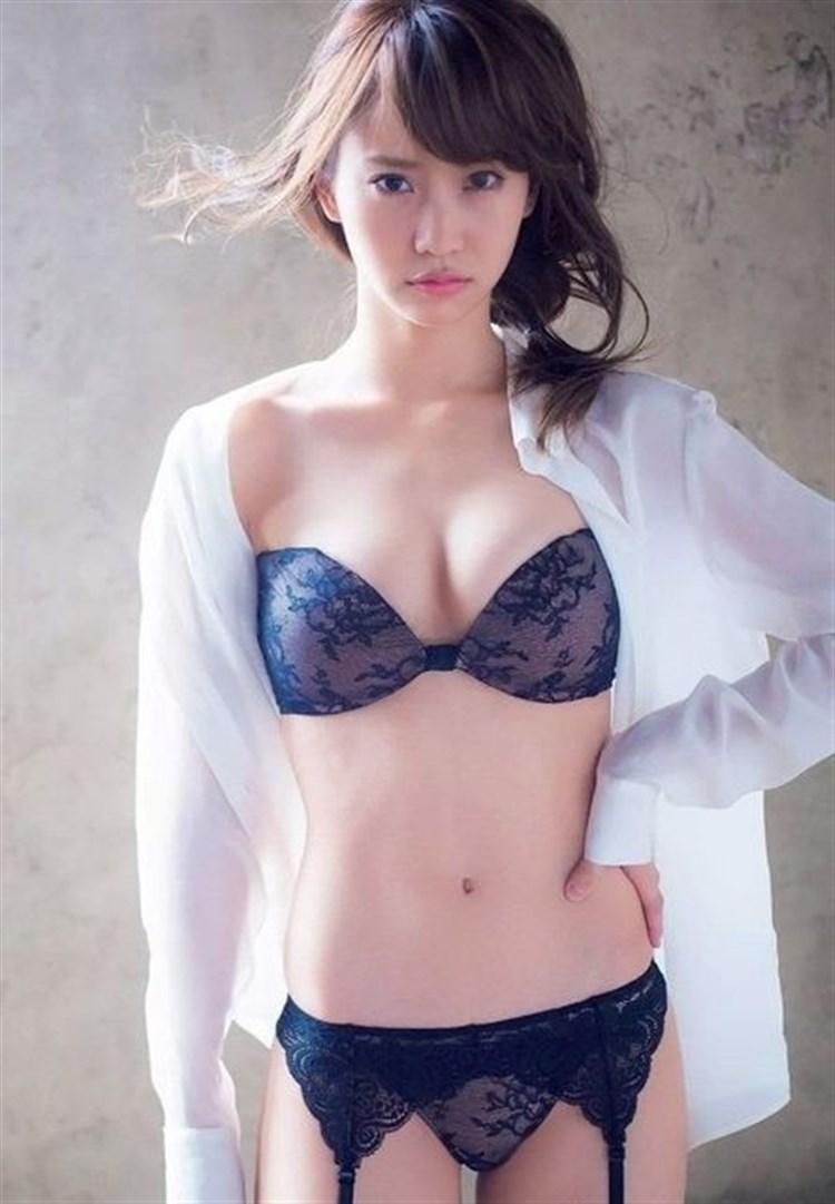 元AKB48永尾まりやのドすけべ下着がお尻はみ出てるし娼婦みたいでクッソえろいwwwwwwwwwwww(グラビア写真あり)