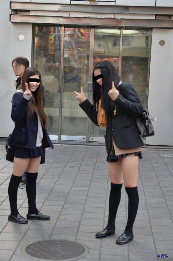 (シロウト10代小娘)何もよりも10代小娘の下半身太ももは美味しそうな件wwwwwwwwwwwwww(秘密撮影えろ写真あり)