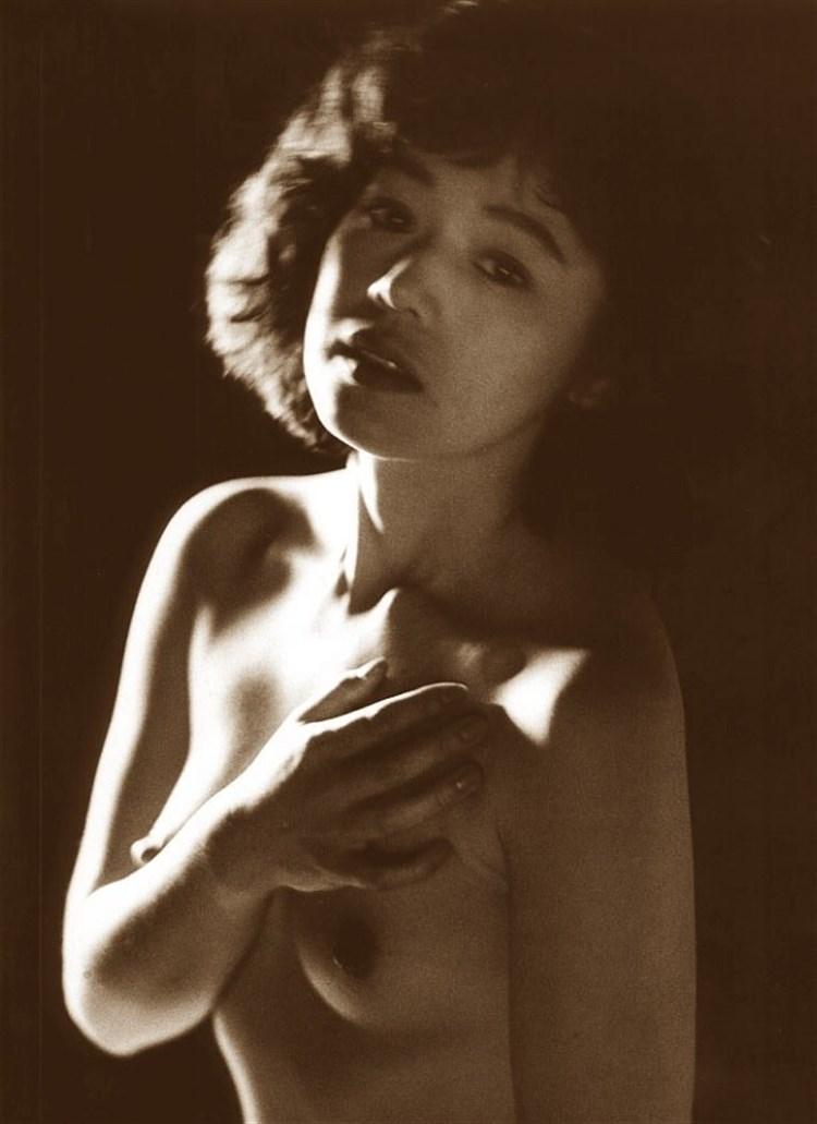 昭和ぬーどえろ写真☆さんまの元ヨメ大竹しのぶも美しい乳お乳見せていたんだなwwwwwwwwww