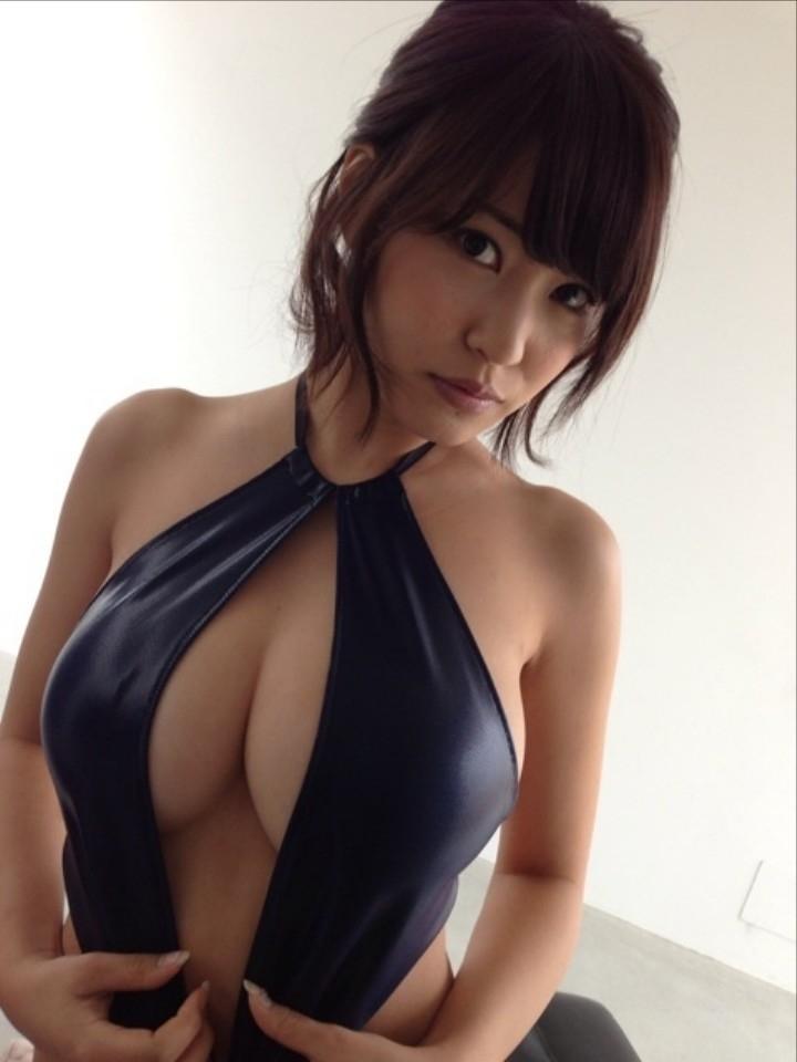 【エロ画像】エッチ☆カップに進化したグラドル岸明日香のお乳が異常なえろさwwwwwwwwwwwwwwwwwwwww(画像あり)