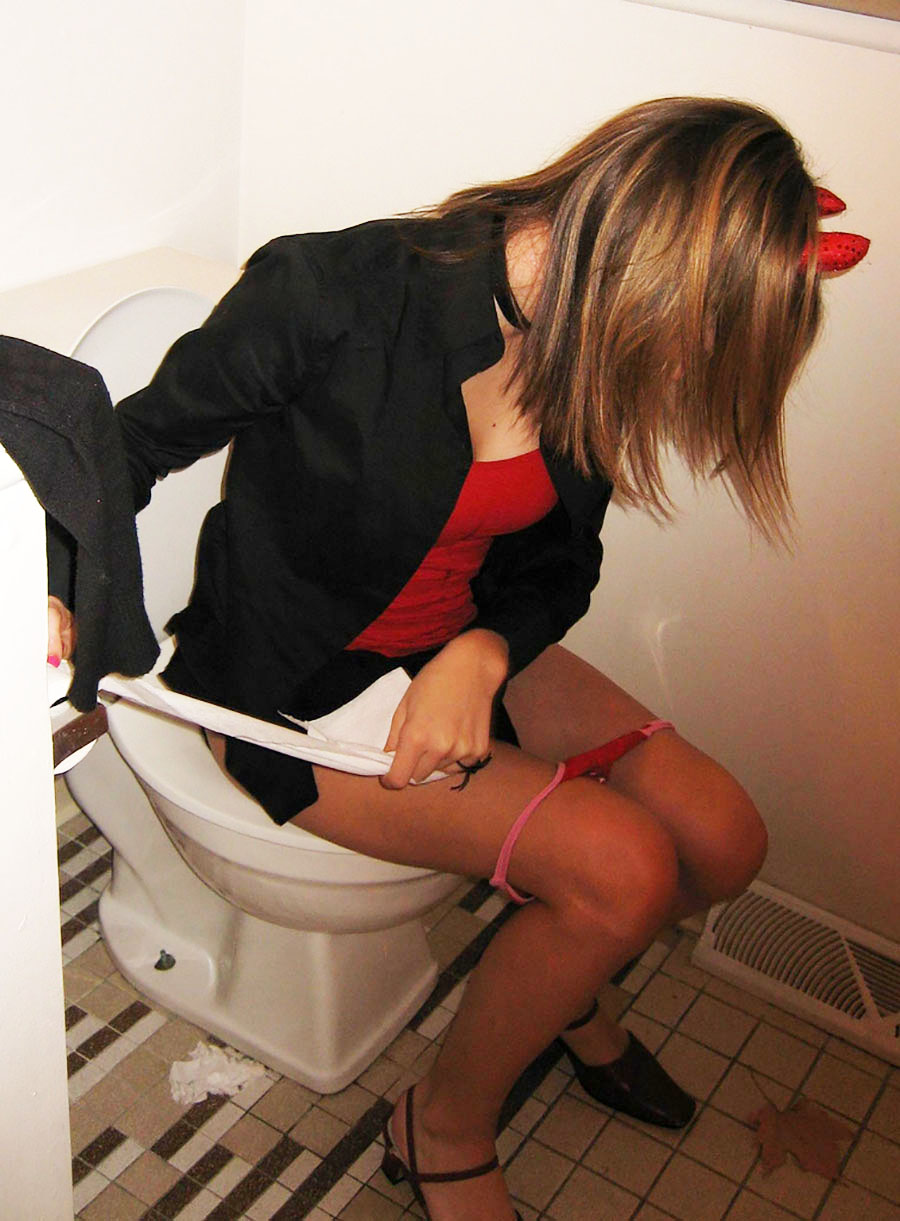 (マンネリあるある)小便中の女のトイレを覗く行為wwwwwwwwwwwwww(写真あり)