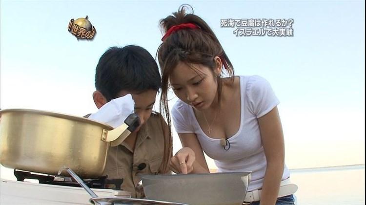 紗栄子がショタの前でぐうシコ胸チラ谷間を見せつけwwwwwwヘンタイすけべBBAのセミぬーどもあるぞwwwwww(写真あり)