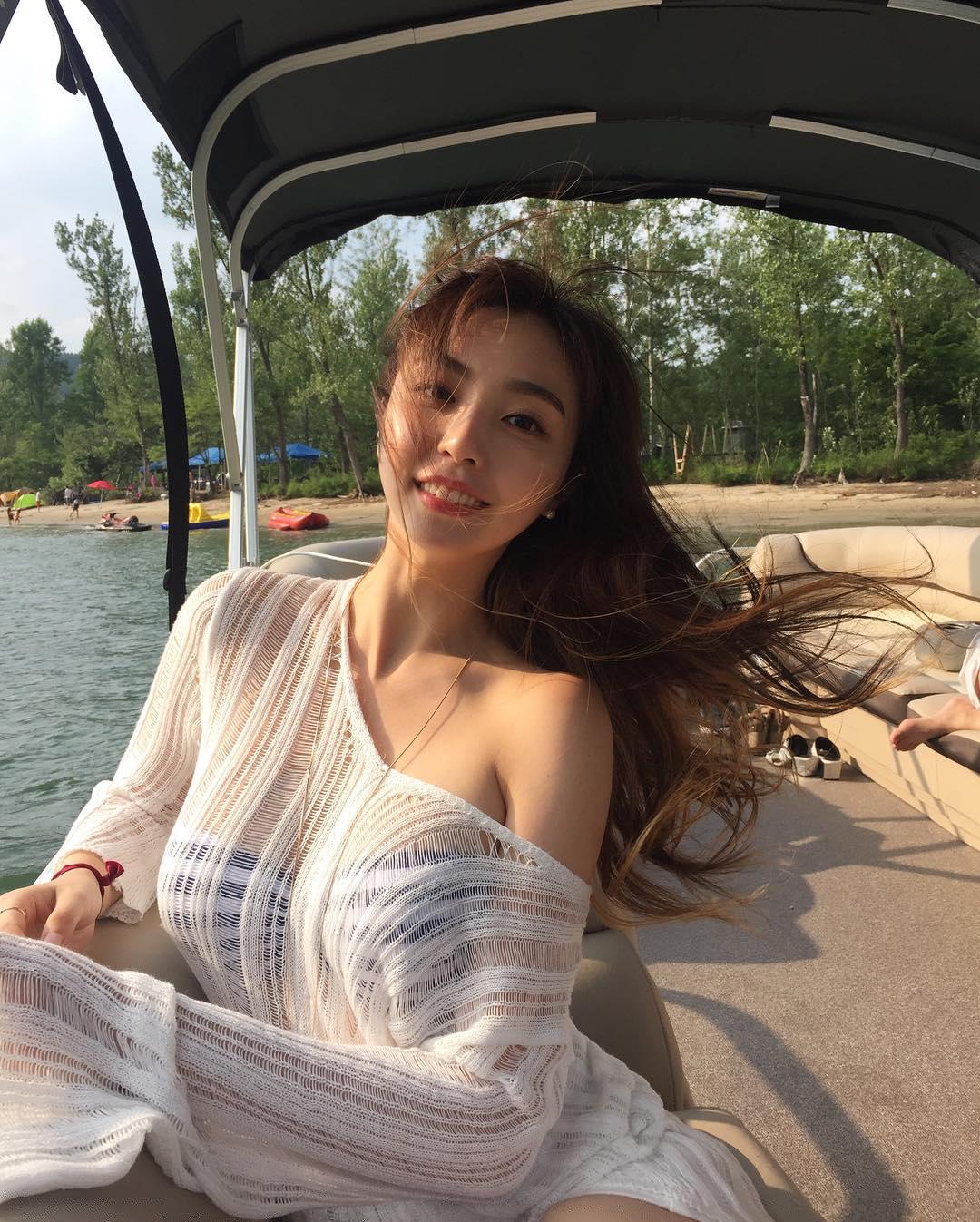 豊胸万歳!韓国美女の着衣巨乳&インスタ自撮りエロ画像65枚・3枚目の画像