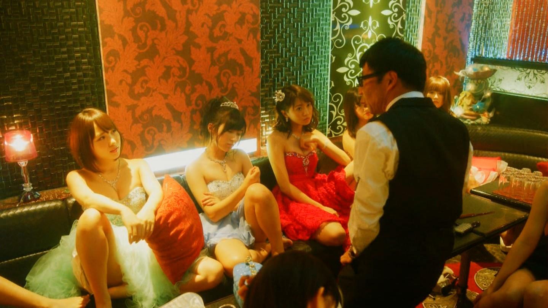 こじはるもキャバ嬢ドレスで巨乳おっぱい谷間を公開したキャバスカ学園のエロキャプ画像wwwww・2枚目の画像