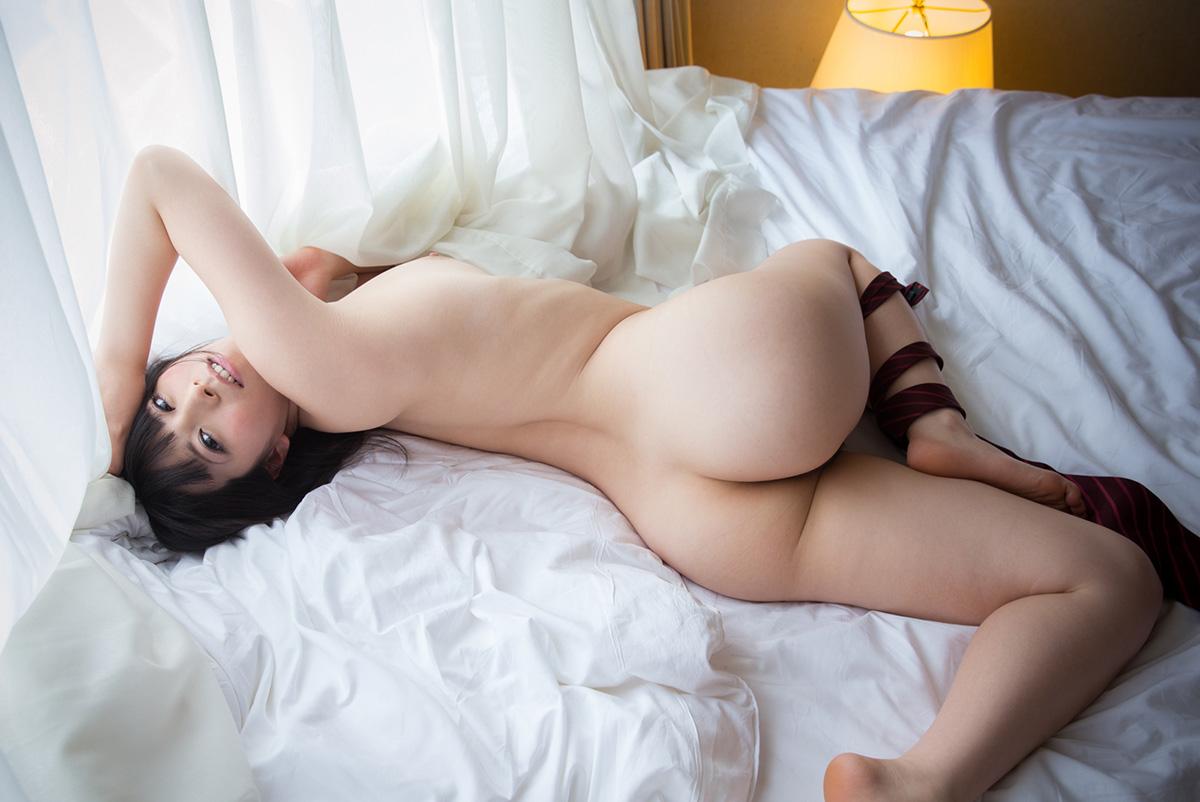 【ヌード】ベッドの上でSEX待ちの女がエロすぎ!あとは押し倒して挿入するだけwwwwww(画像あり)・3枚目の画像