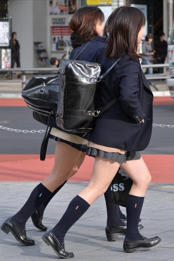 【素人JK】何もよりも女子高生の下半身太ももは美味しそうな件wwwwwww(盗撮エロ画像あり)・4枚目の画像