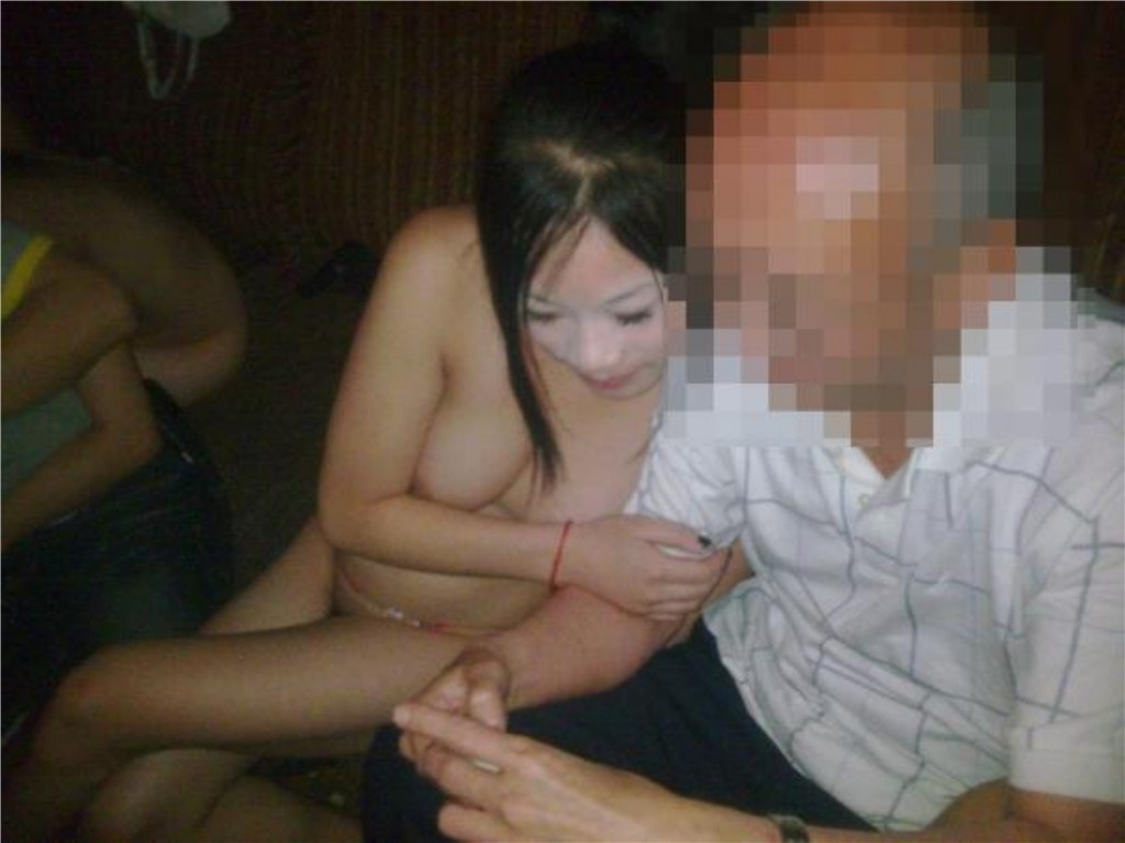中国のKTV「カラオケクラブ」お持ち帰り本番・乱交ありの風俗エロ画像・6枚目の画像