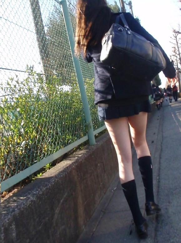 【素人JK】何もよりも女子高生の下半身太ももは美味しそうな件wwwwwww(盗撮エロ画像あり)・9枚目の画像