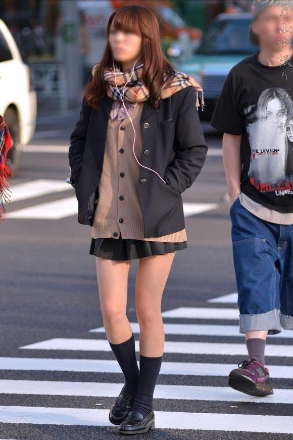 【素人JK】何もよりも女子高生の下半身太ももは美味しそうな件wwwwwww(盗撮エロ画像あり)・10枚目の画像