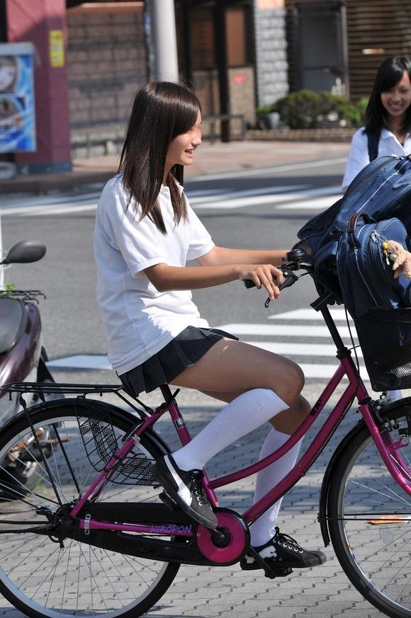 【素人JK】何もよりも女子高生の下半身太ももは美味しそうな件wwwwwww(盗撮エロ画像あり)・11枚目の画像