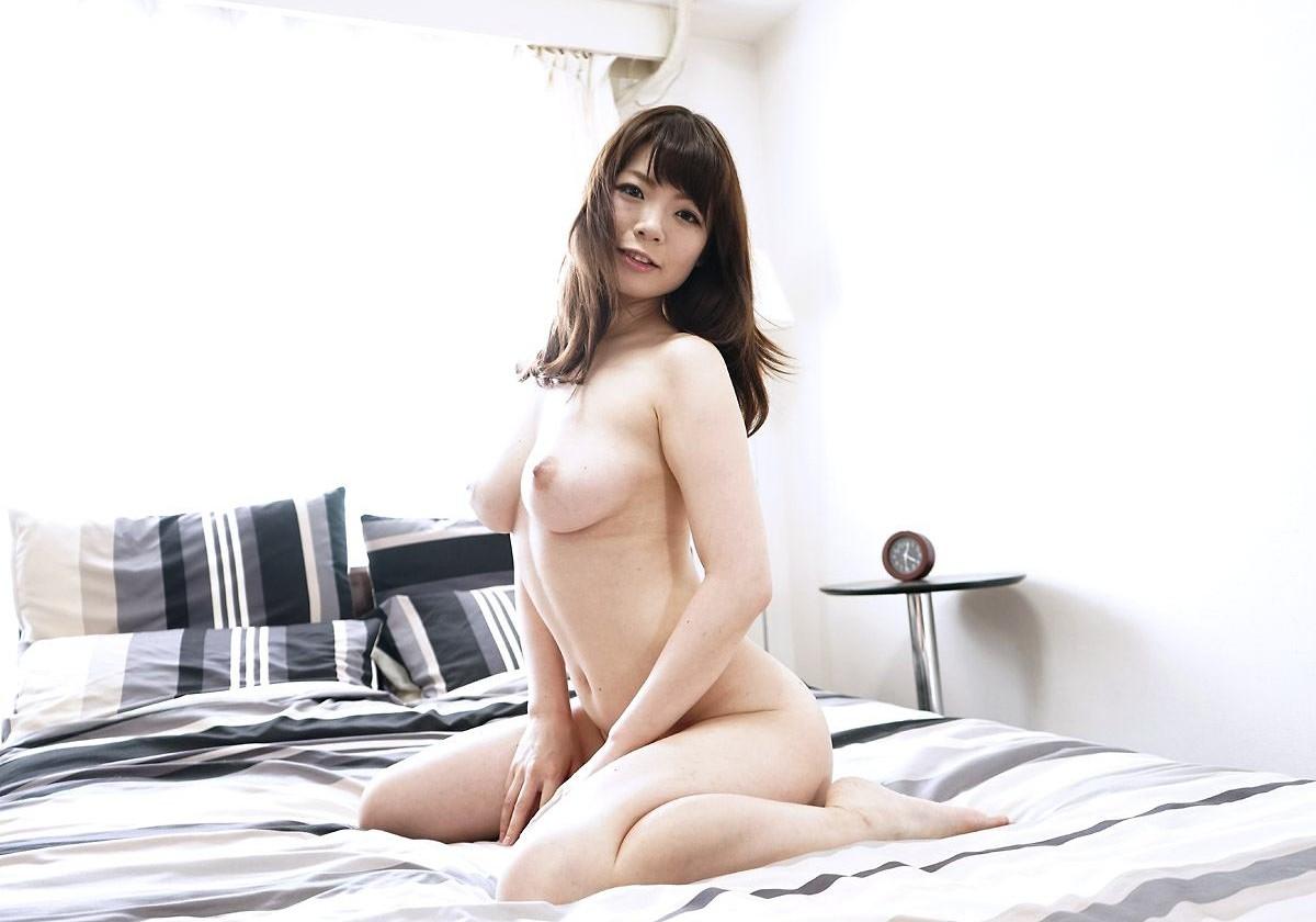 【ヌード】ベッドの上でSEX待ちの女がエロすぎ!あとは押し倒して挿入するだけwwwwww(画像あり)・12枚目の画像