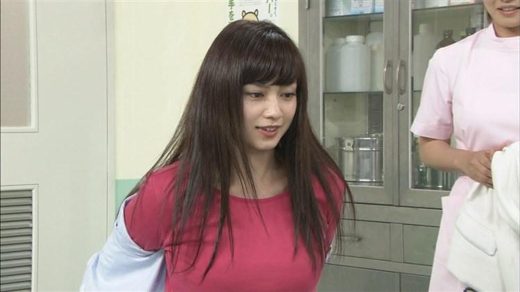 アモーレこと平愛梨のDカップ胸チラがエロすぎる写真集グラビアエロ画像wwwww・12枚目の画像