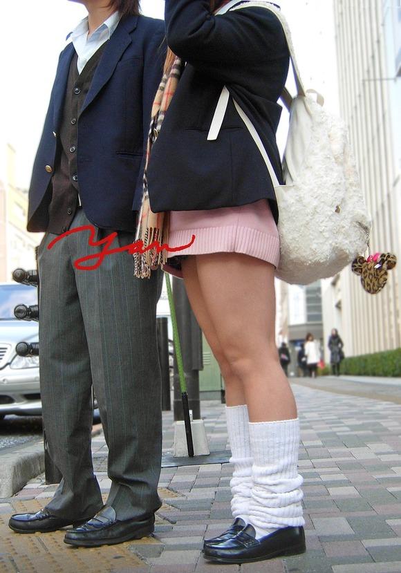 【素人JK】何もよりも女子高生の下半身太ももは美味しそうな件wwwwwww(盗撮エロ画像あり)・14枚目の画像