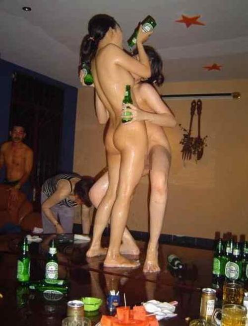 中国のKTV「カラオケクラブ」お持ち帰り本番・乱交ありの風俗エロ画像・16枚目の画像