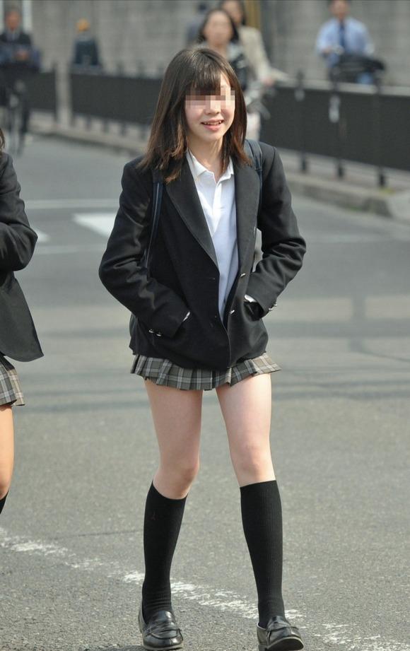【素人JK】何もよりも女子高生の下半身太ももは美味しそうな件wwwwwww(盗撮エロ画像あり)・16枚目の画像