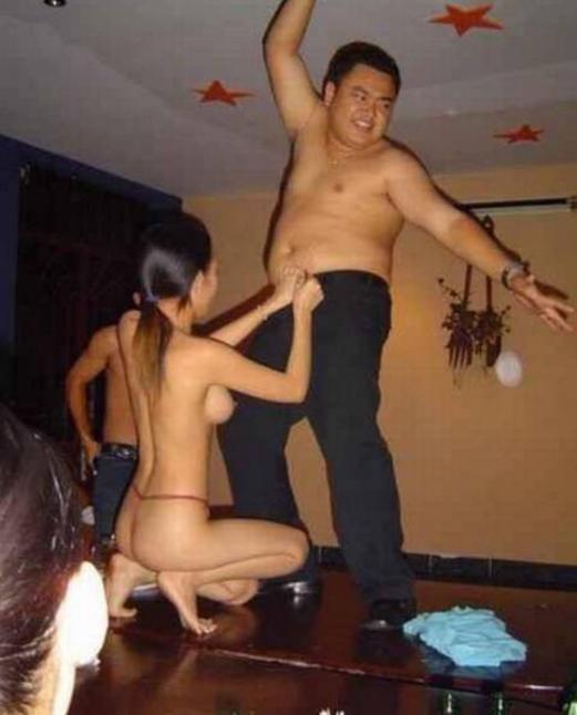 中国のKTV「カラオケクラブ」お持ち帰り本番・乱交ありの風俗エロ画像・17枚目の画像