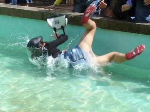 ハプニングでおっぱいポロリやパンチラしてる女のエロ画像29枚・18枚目の画像