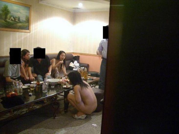中国のKTV「カラオケクラブ」お持ち帰り本番・乱交ありの風俗エロ画像・25枚目の画像