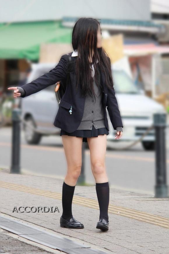 【素人JK】何もよりも女子高生の下半身太ももは美味しそうな件wwwwwww(盗撮エロ画像あり)・20枚目の画像