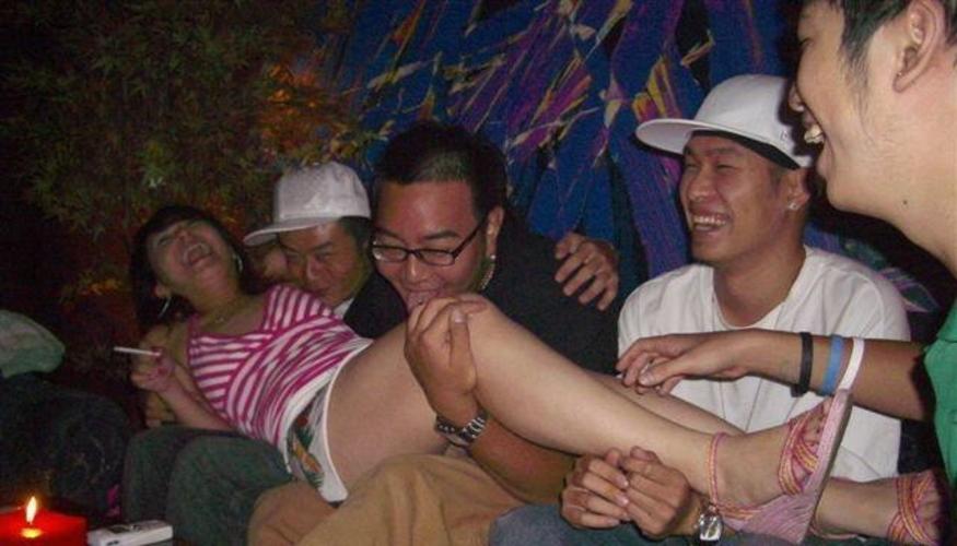 中国のKTV「カラオケクラブ」お持ち帰り本番・乱交ありの風俗エロ画像・29枚目の画像