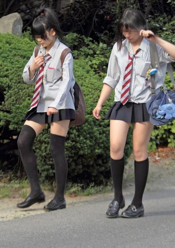 【素人JK】何もよりも女子高生の下半身太ももは美味しそうな件wwwwwww(盗撮エロ画像あり)・22枚目の画像