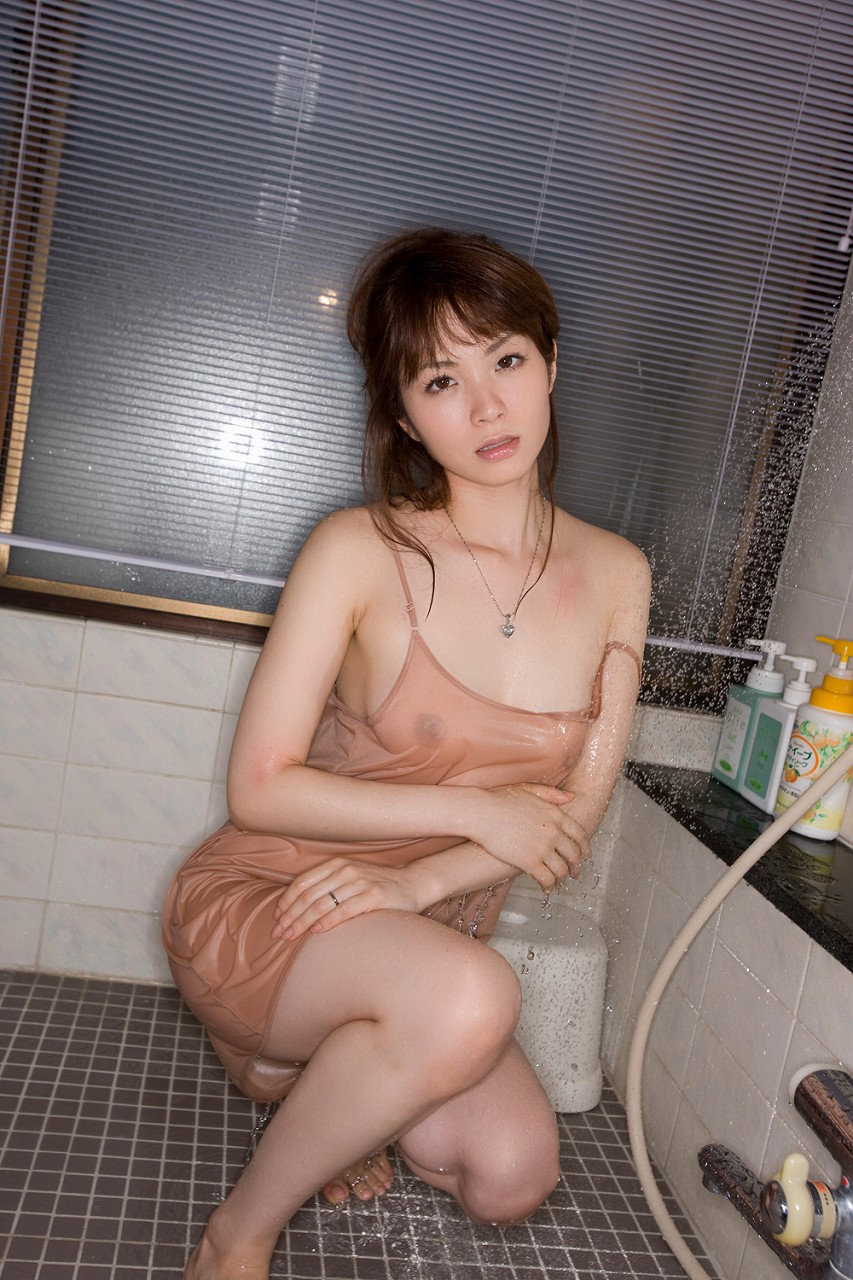 キャミ姿でスケスケで抜けるお姉さんのエロ画像28枚・23枚目の画像