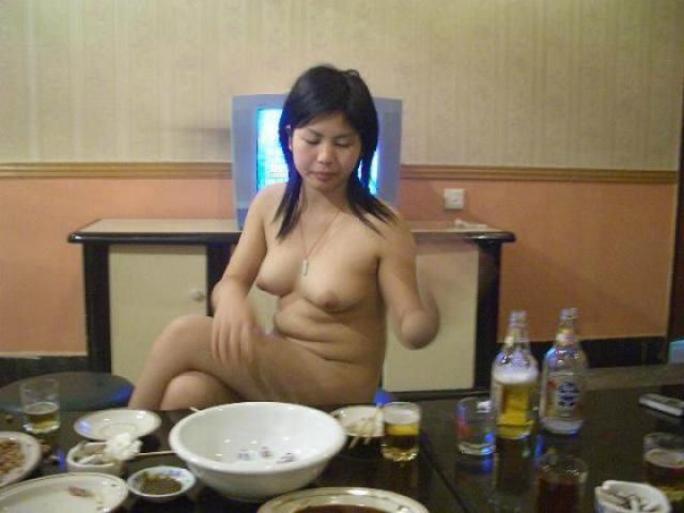 中国のKTV「カラオケクラブ」お持ち帰り本番・乱交ありの風俗エロ画像・32枚目の画像