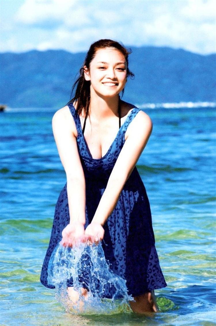 アモーレこと平愛梨のDカップ胸チラがエロすぎる写真集グラビアエロ画像wwwww・33枚目の画像