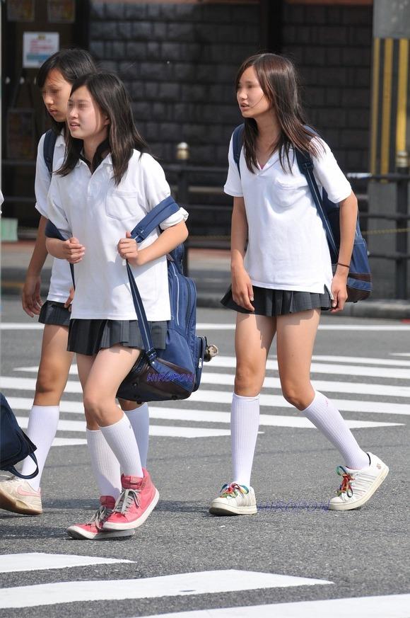 【素人JK】何もよりも女子高生の下半身太ももは美味しそうな件wwwwwww(盗撮エロ画像あり)・27枚目の画像