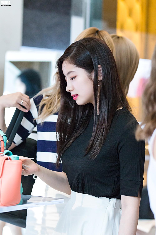 豊胸万歳!韓国美女の着衣巨乳&インスタ自撮りエロ画像65枚・28枚目の画像