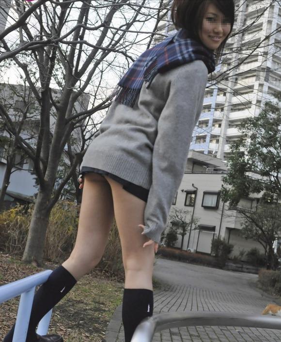 【素人JK】何もよりも女子高生の下半身太ももは美味しそうな件wwwwwww(盗撮エロ画像あり)・29枚目の画像