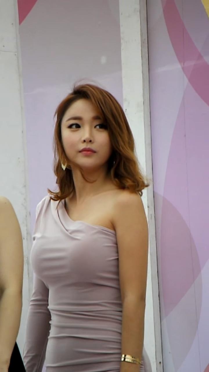 豊胸万歳!韓国美女の着衣巨乳&インスタ自撮りエロ画像65枚・30枚目の画像