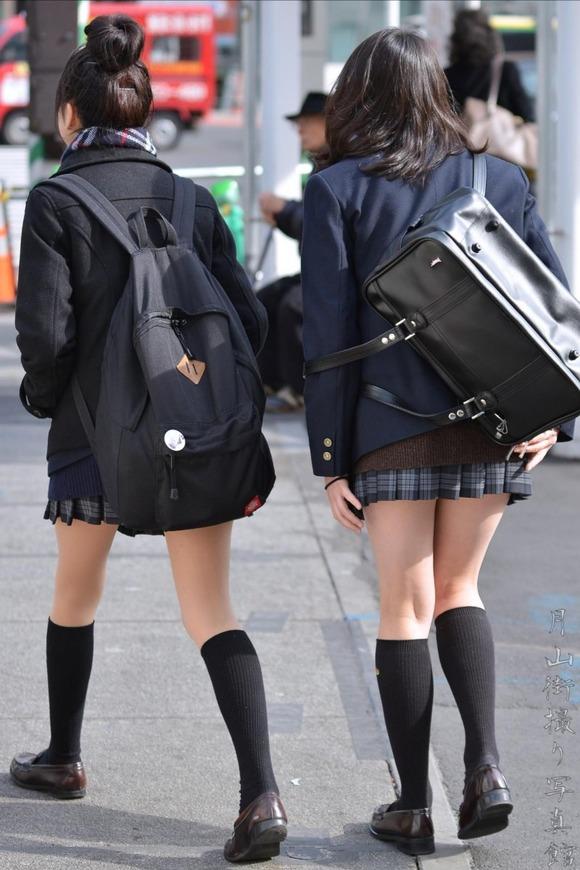 【素人JK】何もよりも女子高生の下半身太ももは美味しそうな件wwwwwww(盗撮エロ画像あり)・33枚目の画像