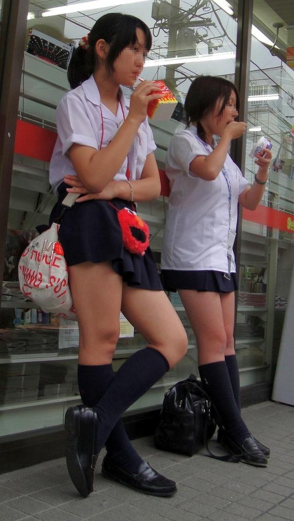 【素人JK】何もよりも女子高生の下半身太ももは美味しそうな件wwwwwww(盗撮エロ画像あり)・36枚目の画像