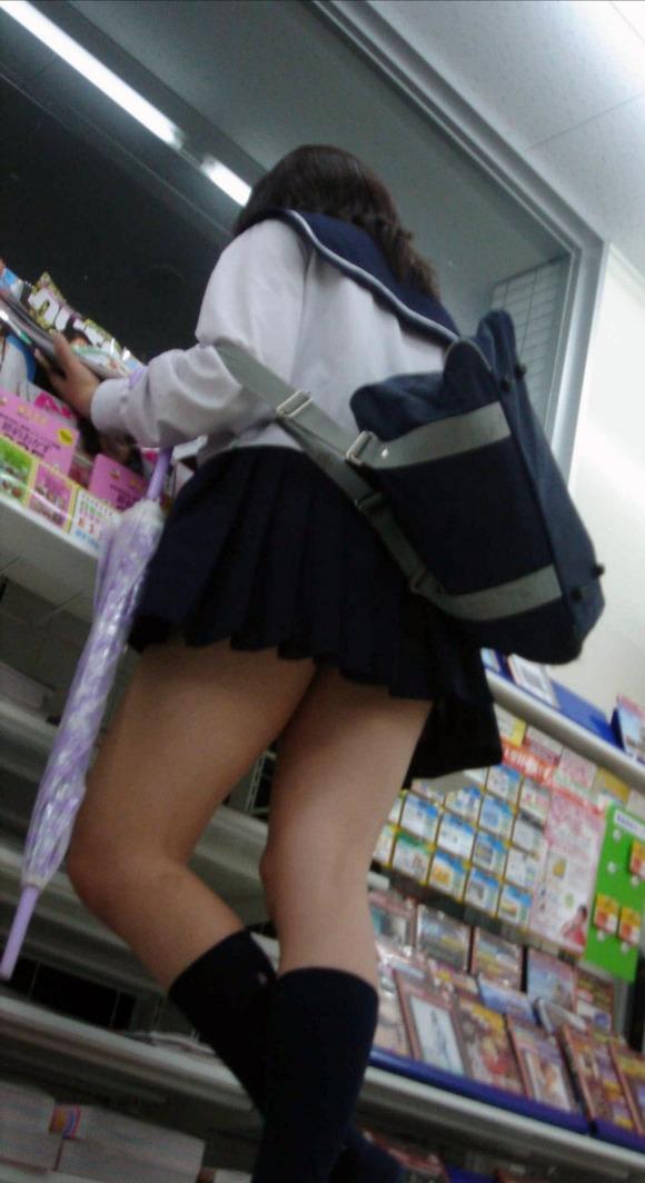 【素人JK】何もよりも女子高生の下半身太ももは美味しそうな件wwwwwww(盗撮エロ画像あり)・37枚目の画像