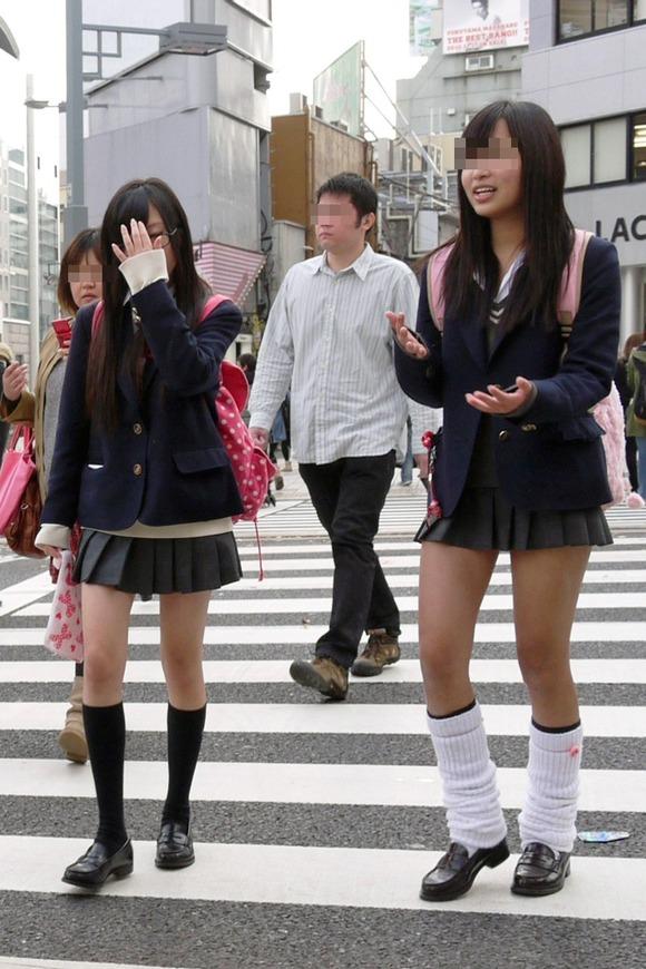 【素人JK】何もよりも女子高生の下半身太ももは美味しそうな件wwwwwww(盗撮エロ画像あり)・38枚目の画像