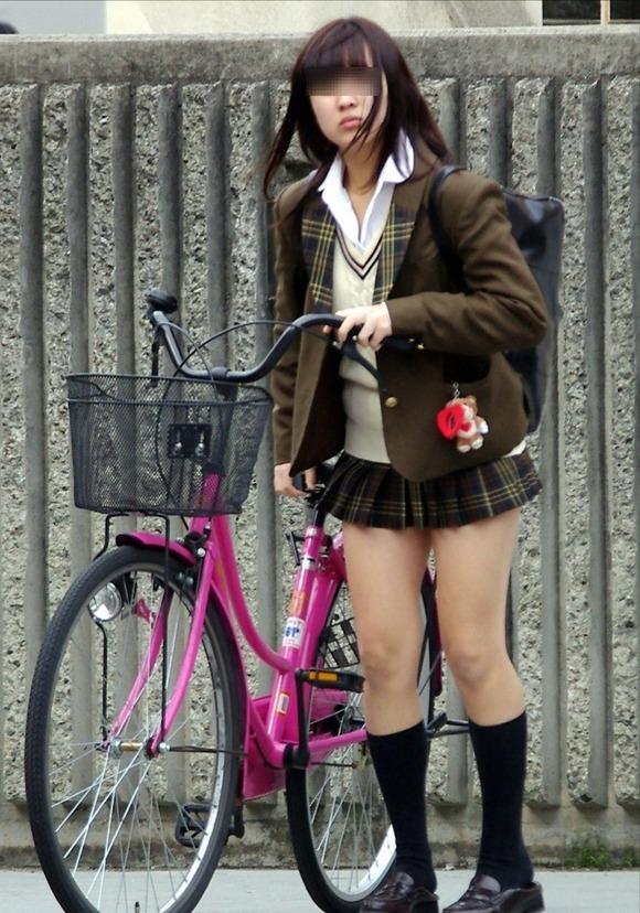【素人JK】何もよりも女子高生の下半身太ももは美味しそうな件wwwwwww(盗撮エロ画像あり)・40枚目の画像