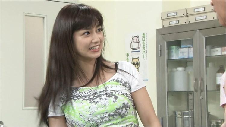 アモーレこと平愛梨のDカップ胸チラがエロすぎる写真集グラビアエロ画像wwwww・50枚目の画像