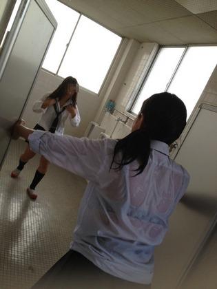 【エロ画像】今時女子校生,透けブラえろ画像☆こんなびしょ濡れになってるエッチ☆の女見たらむらむらしまくるよなwwwwwwwwwwwwwww