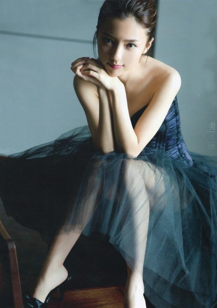 【エロ画像】最近大人っぽくて色っぽいな真野恵里菜のグラビアえろ画像がぐうシコwwwwwwwwwwwwwww