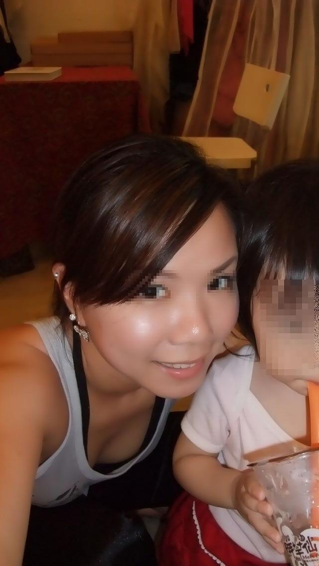 【エロ画像】若ヅマの無防備にも程がある胸チラやパンチラ…これ日本でウワキが頻発する理由の一つだろwwwwwwwwwwwwwww(画像あり)