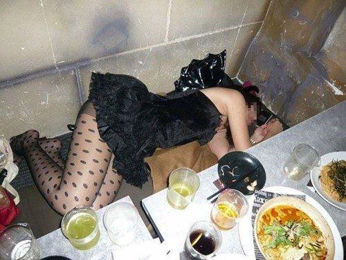 忘年会シーズンは泥酔した女がヤラれる機会が増えるんだろうなwwwwwwww(写真あり)